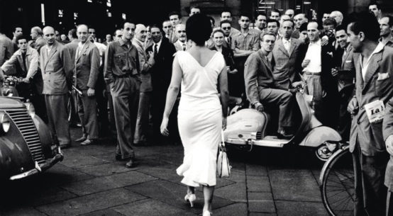 Mario De Biasi, Gli Italiani si voltano (Italians turn around), 1954