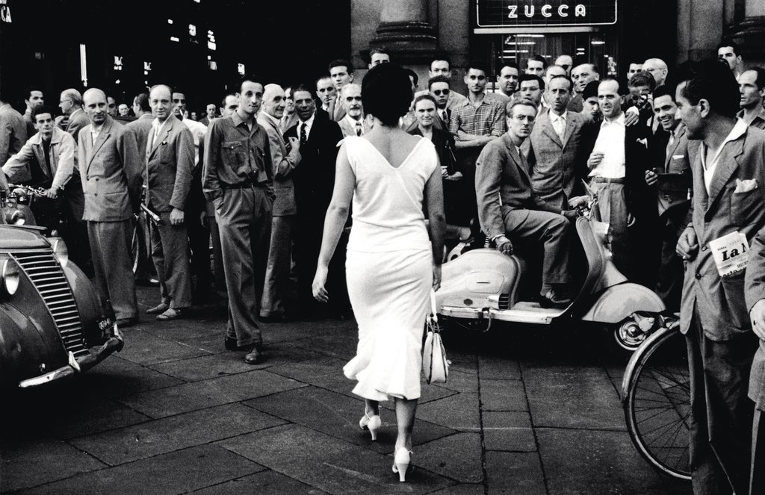 Mario De Biasi, Gli Italiani si voltano (Italians turn around), 1954